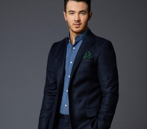 2014_1104_NBCUXD_Bios_Celebrity_apprentice_1455x1455_SB_Kevin-Jonas