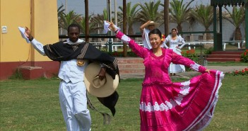 """In It To Win It""--In Detour B, Jelani (left) and Jenny (right) must first dress in traditional Peruvian clothing then learn and perform the steps of the Marinera, the courtship dace of Peru on THE AMAZING RACE, Friday, May 8 (8:00-9:00 PM, ET/PT) on the CBS Television Network. Photo: CBS ©2015 CBS Broadcasting, Inc. All Rights Reserved"