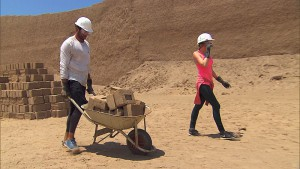 """""""In It To Win It""""--In Detour A, Tyler (left) and Laura (right) must make 12 bricks using traditional techniques then deliver them to a designated worksite in order to receive the next clue on THE AMAZING RACE, Friday, May 8 (8:00-9:00 PM, ET/PT) on the CBS Television Network. Photo: CBS ©2015 CBS Broadcasting, Inc. All Rights Reserved"""