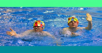 Brent Sweeney and Sean Sweeney try their hand at synchronized swimming on The Amazing Race Canada