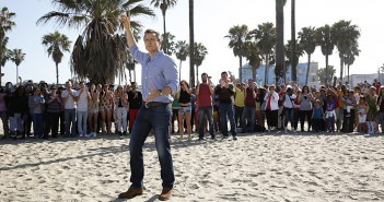 """""""A Little Too Much Beefcake""""--Host Phil Keoghan (center) stands at the Starting Line on Venice Beach in Los Angeles, California on the season premiere of THE AMAZING RACE, Friday, Sept. 25 (8:00-9:00 PM, ET/PT), on the CBS Television Network. Photo: Robert Voets/CBS ©2015 CBS Broadcasting, Inc. All Rights Reserved"""