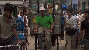 """It's Always the Quiet Ones""--In Detour A, Justin (left) and Diana (right) must load up a cargo rickshaw with 120 cans and deliver them to the New Taj Oil company in order to receive the next clue on THE AMAZING RACE, Friday, Nov. 20 (8:00-9:00 PM, ET/PT) on the CBS Television Network. Photo: CBS ©2015 CBS Broadcasting, Inc. All Rights Reserved"