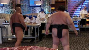 Sumo wrestlers try to distract the #HellsKitchen contestants