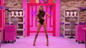 Naomi Smalls makes her entrance on #DragRace